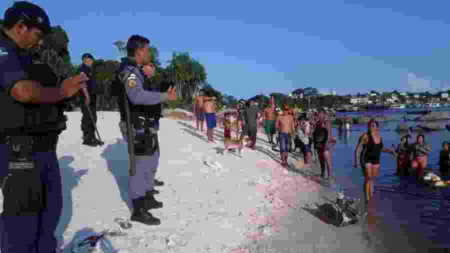 Operação para expulsar banhistas da orla ribeirinha em São Gabriel da Cachoeira, no noroeste do Amazonas - Divulgação / Prefeitura de São Gabriel da Cachoeira