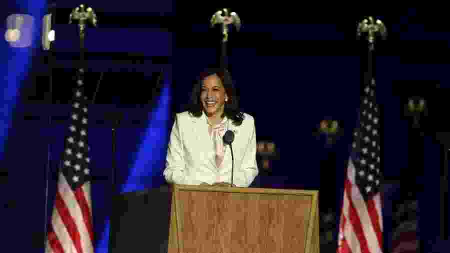 A vice-presidente eleita Kamala Harris discursa após Joe Biden ser declarado o presidente dos EUA - Tasos Katopodis/Getty Images