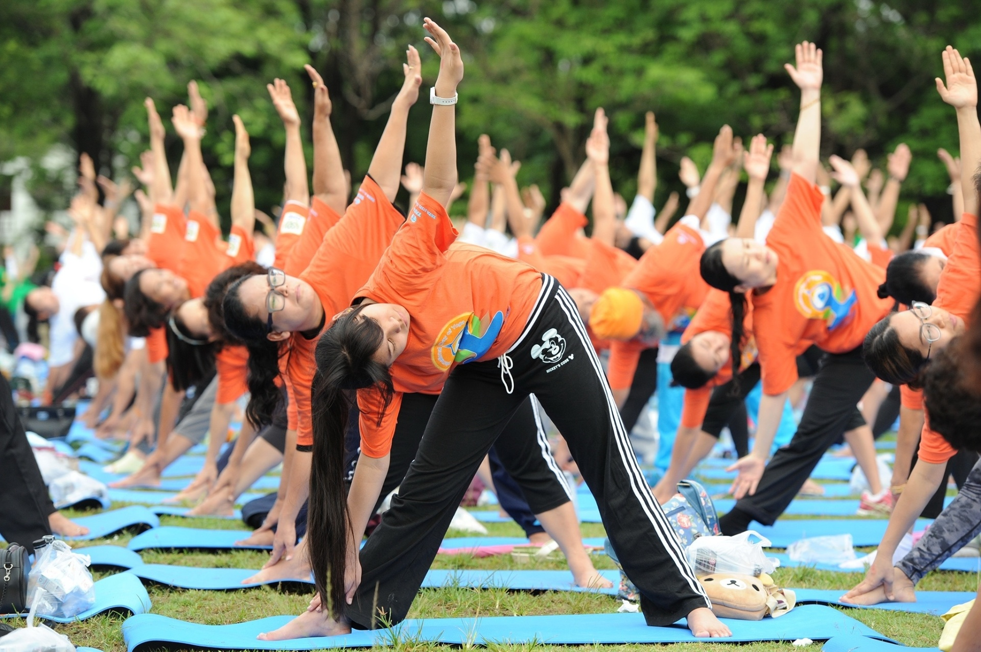 26.jun.2016 - Grupo pratica ioga em evento para comemorar o Dia Internacional da Ioga em Bangcoc, Tailândia. Em 11 de dezembro de 2014, a Assembleia Geral da Organização das Nações Unidas reservou o dia 21 de junho para celebrar a prática