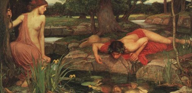 O quadro de John W. Waterhouse retrata a história de Narciso, jovem que se apaixona por sua própria imagem refletida no lago. Do lado esquerdo, vê-se a ninfa Eco, que era apaixonada por ele, mas ignorada. Esse mito grego deu origem ao conceito de narcisismo.