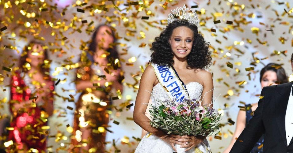 17.dez.2016 - Pela primeira vez na história do concurso, uma representante da Guiana Francesa foi coroada Miss França. Alicia Ayles, de 18 anos de idade, foi eleita na noite de sábado (17), em Montpellier. A jovem é estudante de direito e tem 1,78m de altura. O concurso contou com 30 candidatas