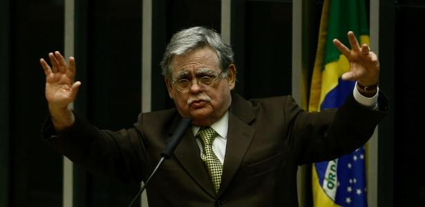 O advogado de Michel Temer, Antonio Claudio Mariz, durante sessão na Câmara dos Deputados destinada a votar a admissibilidade da investigação contra o presidente