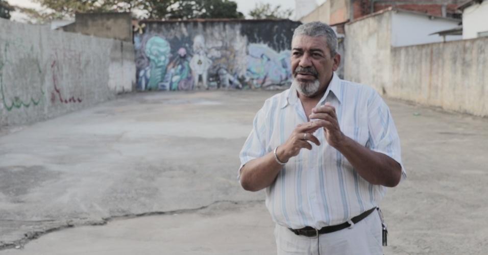 Odesson Alves Ferreira no terreno da rua 57, em Goiânia, onde foi aberta a cápsula de césio