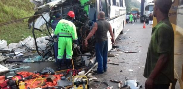 Acidente na rodovia Régis Bittencourt aconteceu no início da manhã