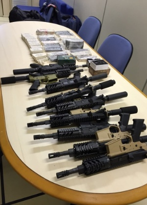 Drogas e armas apreendidas em abril de 2016. Ação deu origem à operação de hoje
