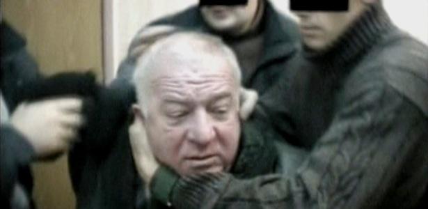Imagem de vídeo mostra momento em que Sergei Skripal é detido por agentes do serviço secreto em um local não identificado