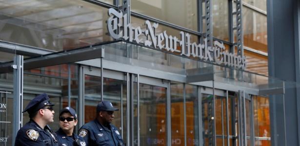 28.jun.18 - Policiais de Nova York são enviados para sede do New York Times após ataque a um jornal de Annapolis - Brendam McDermid/Reuters
