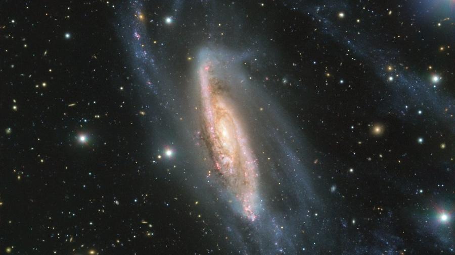 O Observatório Europeu do Sul capturou uma imagem em alta qualidade da galáxia espiral NGC 3981, situada dentro da Constelação Taça - Reprodução