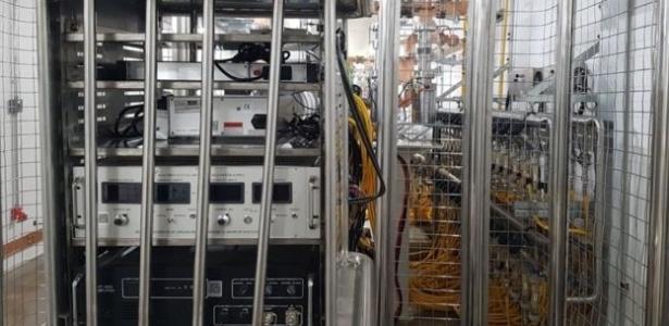 [Imagem: maquina-responsavel-por-gerar-eletrons-q...15x300.jpg]