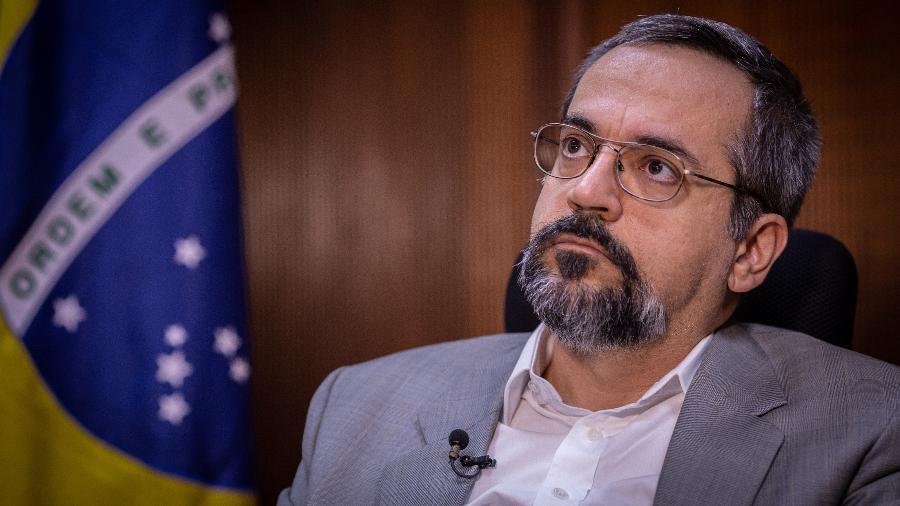 O ministro da Educação, Abraham Weintraub, durante entrevista exclusiva ao UOL, em seu gabinete em Brasília - Kleyton Amorim/UOL
