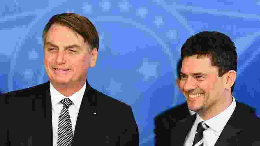 26.set.2019 - O presidente Jair Bolsonaro e o ministro Sergio Moro durante a cerimônia de posse do procurador-geral da República Augusto Aras - Evaristo Sa/AFP