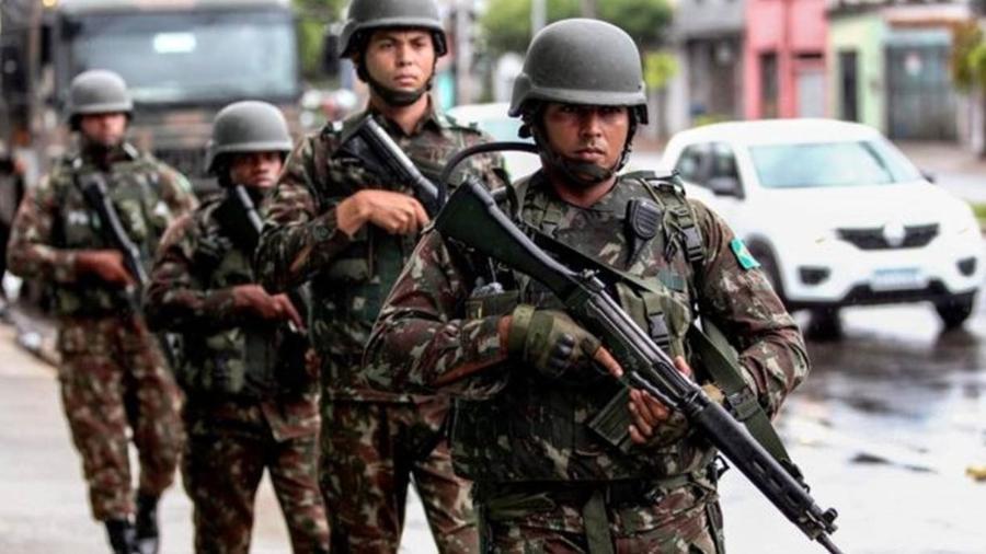 """Segundo eles, """"politização"""" das Forças Armadas """"preocupa e pode minar democracia"""" - Getty Images"""