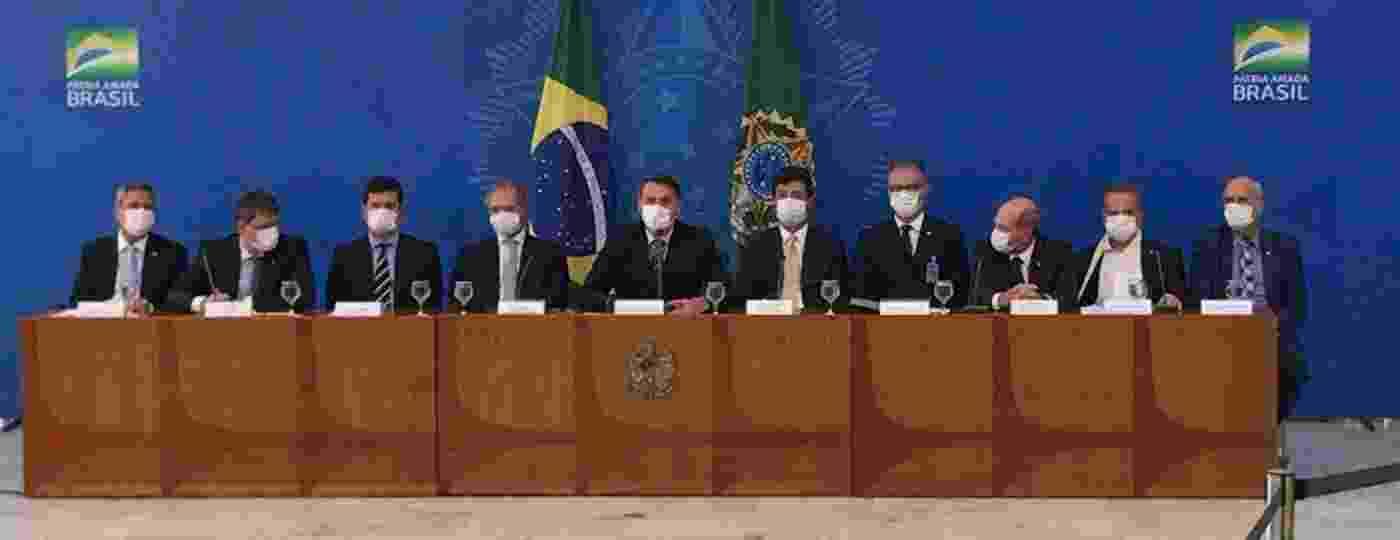 Jair Bolsonaro e ministros usam máscaras em entrevista coletiva sobre o coronavírus - Pedro Ladeira/Folhapress