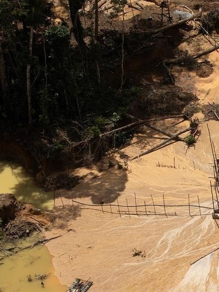 A permanência das forças de segurança está atrelada a implementação de um plano emergencial e até que o governo evacue todos os garimpos situados num raio de 100 km da comunidade - Joédson Alves/EFE