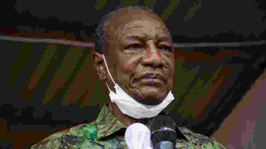 12.out.2020 - Presidente da Guiné, Alpha Conde, durante comício de campanha - CAROL VALADE / AFP