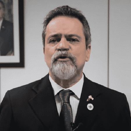 """Arquivo - """"Por que queremos começar com todos ao mesmo tempo? Temos um mote de que ninguém ficará para trás"""", disse o secretário-executivo do Ministério da Saúde, Élcio Franco  - Reprodução/YouTube"""