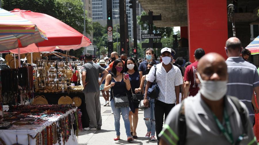 13.dez.2020 - Pessoas se aglomeraram neste domingo na avenida Paulista, em São Paulo, apesar das restrições impostas pelo aumento de casos de covid-19 - RENATO S. CERQUEIRA/FUTURA PRESS/FUTURA PRESS/ESTADÃO CONTEÚDO