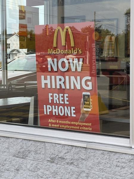Cartaz da vaga de emprego, em Altamont, nos EUA - Reprodução/Twitter/@brogawd_