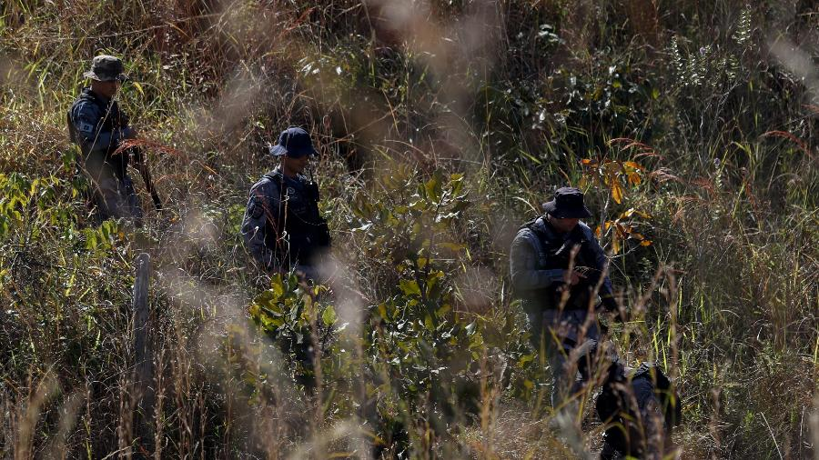 Policiais buscam Lázaro Barbosa, suspeito de assassinar uma família no DF, em Girassol (GO) - Gabriela Biló/Estadão Conteúdo