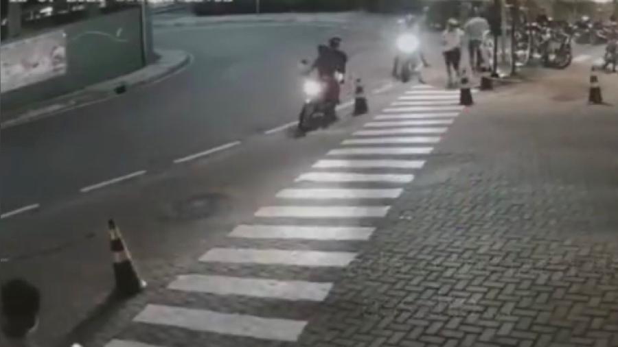 Suspeitos agiram por volta das 19h da última sexta-feira (16) e estavam de moto - Reprodução/ Instagram