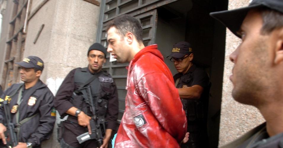 A Polícia Federal prendeu 28 bandidos e impediu um furto às sedes do Banrisul e da Caixa Econômica Federal em Porto Alegre em 2006. Segundo a PF, a quadrilha responsável pela ação é a mesma que furtou mais de R$ 160 milhões da sede do Banco Central de Fortaleza (CE), em 2005