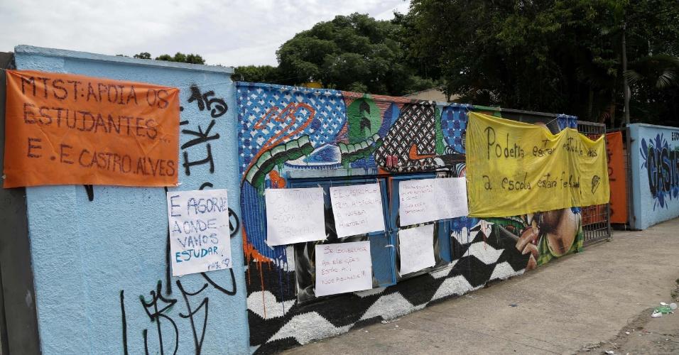 13.nov.2015 - Estudantes ocuparam ontem a Escola Estadual Castro Alves, na zona norte de SP.  Eles são contra o fechamento de escolas e o processo de reorganização da rede anunciado pela Secretaria da Educação