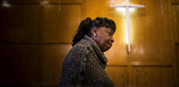 Gwen Carr, mãe de Eric Garner, participa de fórum de mães que perderam filhos para a violência policial, em apoio à candidatura de Hillary Clinton, em Sumter (Carolina do Sul)