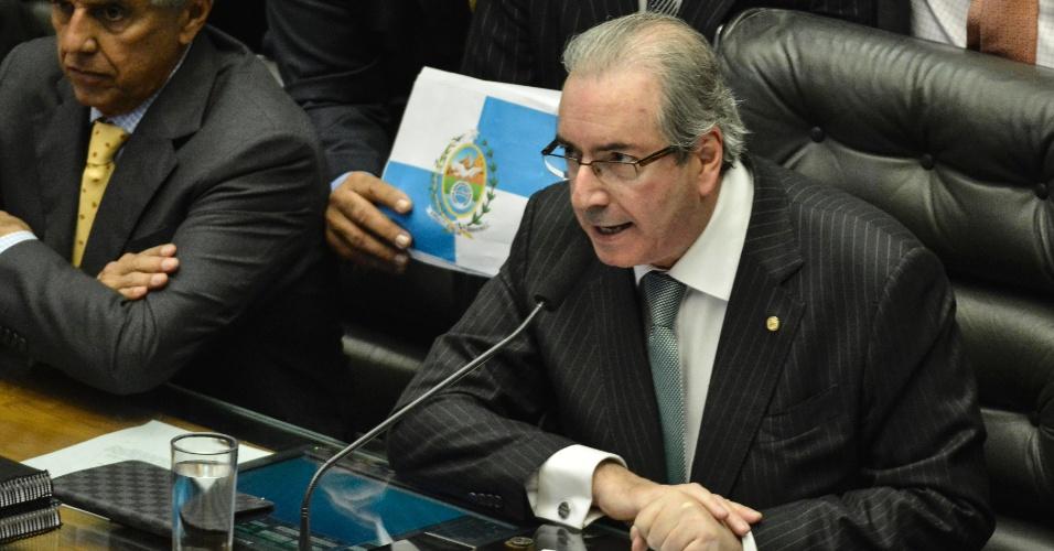17.abr.2016 - Presidente da Câmara dos Deputados, Eduardo Cunha, tenta conter o ânimo dos parlamentares antes do início da votação do impeachment da presidente Dilma Rousseff (PT)
