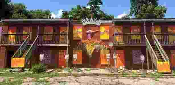 9.jun.2016 - Apartamentos pintados em Parkland; expectativa de vida no bairro é 10 anos menor que no resto da cidade - BBC - BBC