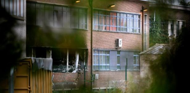 Vista parcial da parte destruída do Instituto Nacional de Criminalística e Criminologia, em Bruxelas, Bélgica