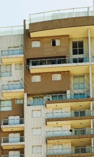 28.jan.2016 - Fachada do edifício Solaris, localizado na Av. General Monteiro de Barros, 638, no Guarujá, onde Lula teria um tríplex