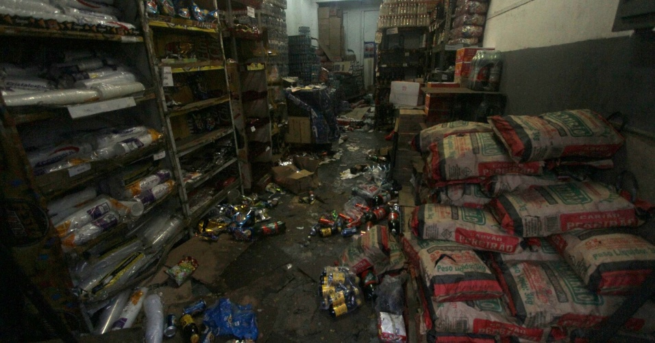 Loja é arrombada e saqueada no centro do Rio