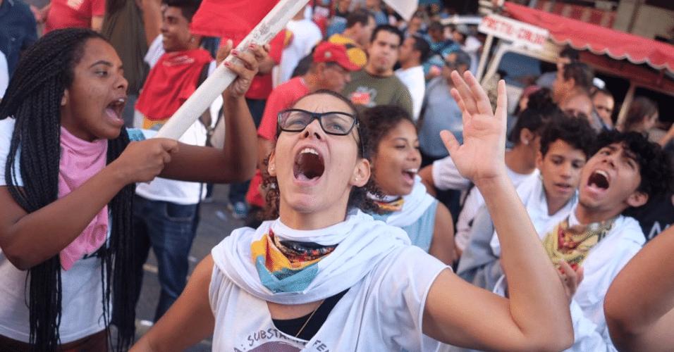24.mai.2017 - A Alerj (Assembleia Legislativa do Rio de Janeiro) aprovou nesta quarta-feira o projeto de lei que aumenta a contribuição previdenciária dos servidores estaduais. A alíquota passa de 11% para 14%. A votação foi acompanhada por protestos de servidores em frente ao Palácio Tiradentes