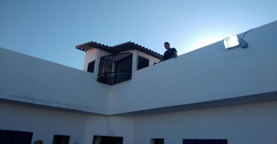 Foi construída uma guarita interna para monitorar os presos durante os banhos de sol