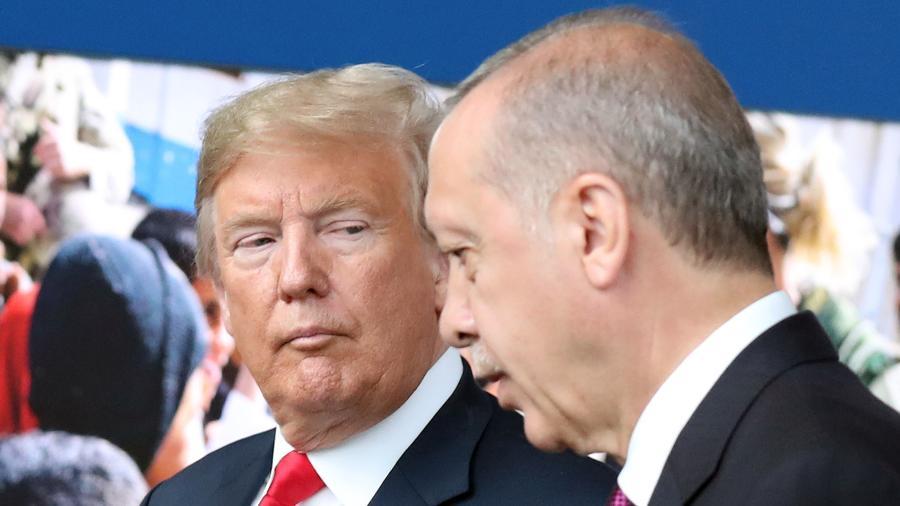 11.jul.2018 - Donald Trump e o presidente da Turquia, Recep Tayyip Erdogan, em um encontro da Otan em Bruxelas - Tatyana ZENKOVICH / AFP