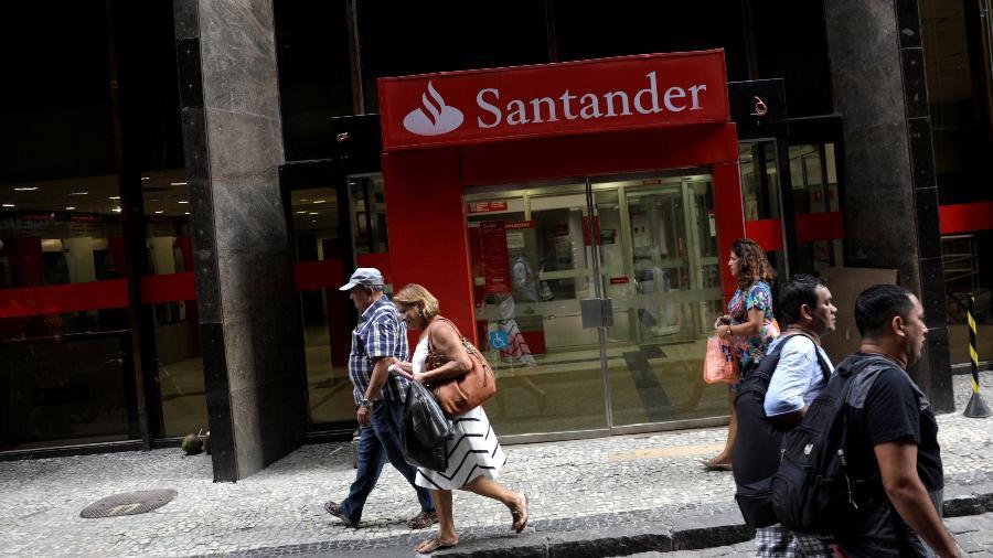 Fachada de uma agência do banco Santander - Ricardo Moraes/Reuters