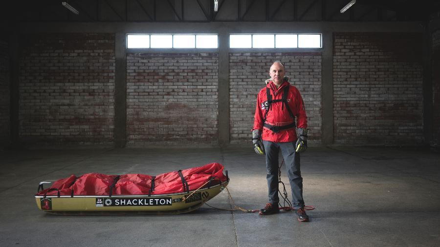 Louis Rudd com seu pulk, usado para transportar suprimentos [tenda, equipamento e comida] usados durante a expedição na Antártida - Tamara Merino / The New York Times