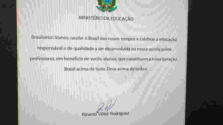 25.fev.2019 - Carta enviada pelo MEC a escolas do país com o slogan de campanha de Jair Bolsonaro (PSL) - Reprodução