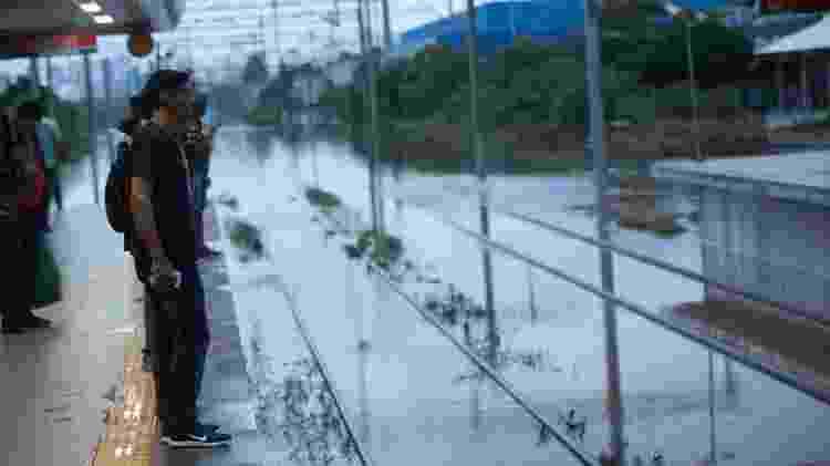 passageiro espera na plataforma - Bruno Rocha/Fotoarena/Estadão Conteúdo  - Bruno Rocha/Fotoarena/Estadão Conteúdo