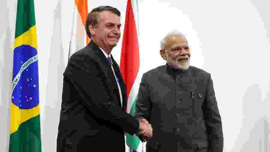 28.jun.2019 - Presidente Jair Bolsonaro, do Brasil, e primeir-ministro Narendra Modi, da Índia, durante Encontro do G20, em Osaka - Mikhail KLIMENTYEV / AFP