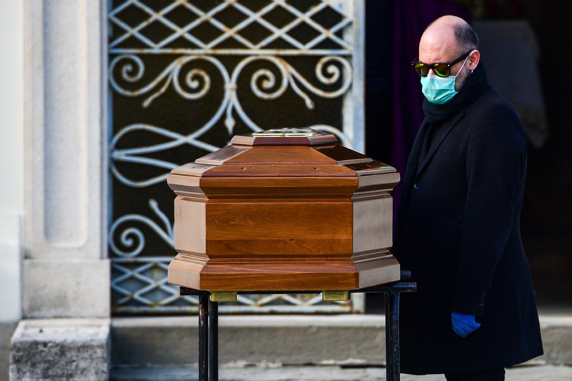 Coronavírus: Itália bate novamente recorde de mortos, com 793 em 24h