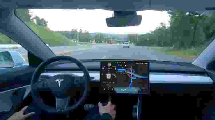 Piloto automático da Tesla - Reprodução/YouTube Tesla - Reprodução/YouTube Tesla