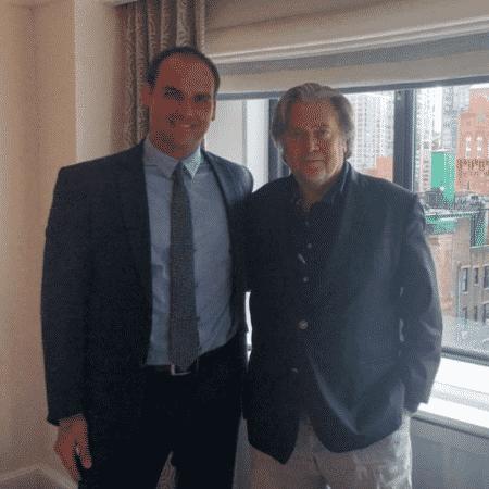 Eduardo Bolsonaro com Steve Bannon, em 2018 - Reprodução/Twitter