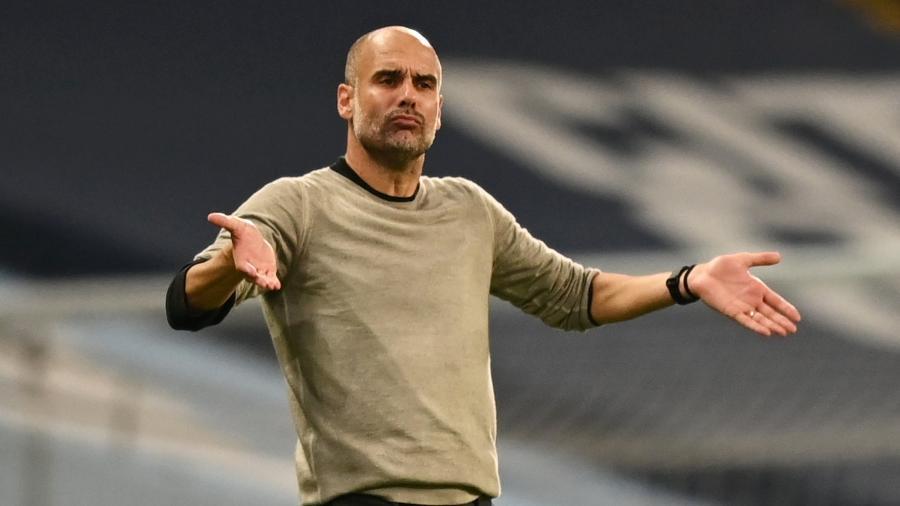 O técnico do Manchester City, Pep Guardiola, é o único do elenco do Barcelona de 1992 fora do grupo de WhatsApp - SHAUN BOTTERILL