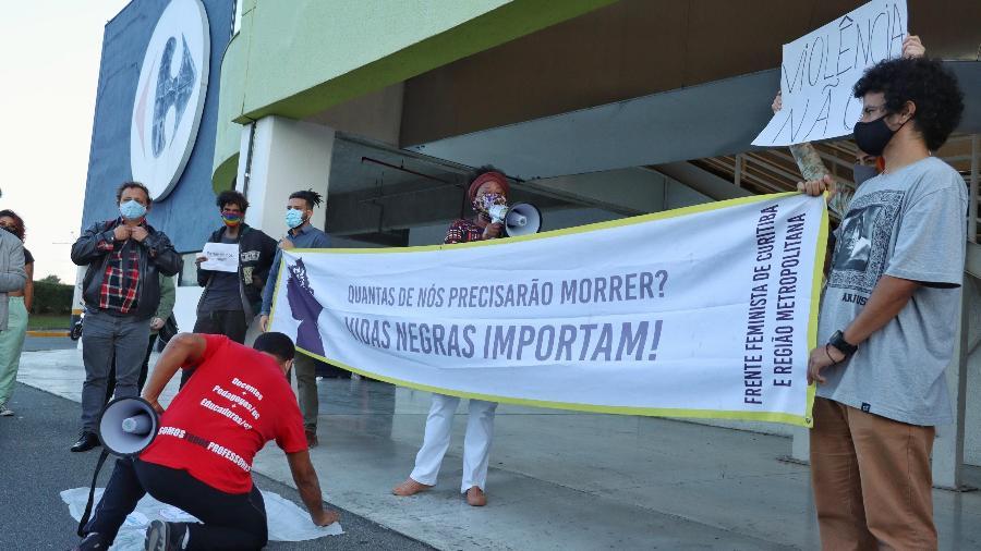 Ato em frente a uma loja do Carrefour em Curitiba, após a morte de João Alberto Silveira Freitas - Luis Pedruco/Futura Press/Estadão Conteúdo