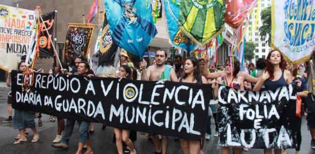 Foliões protestam contra a violência da Guarda Municipal contra blocos no Rio de Janeiro