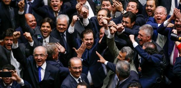 Rodrigo Maia comemora vitória na eleição para presidente da Câmara dos Deputados