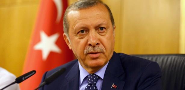 O presidente da Turquia, Recep Tayyip Erdogan, dá entrevista após retornar a Istambul e diz ter retomado o controle do país