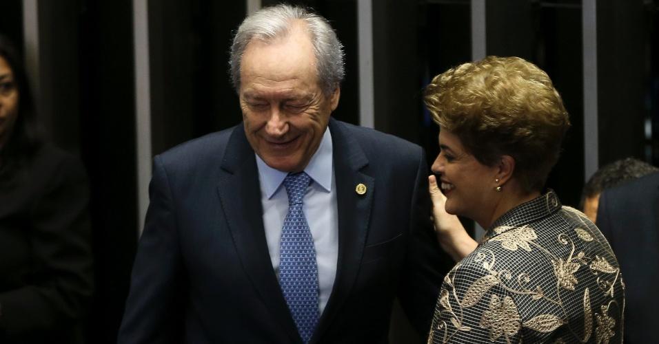 29.ago.2016 - O presidente do STF (Supremo Tribunal Federal), Ricardo Lewandowski, e a presidente afastada, Dilma Rousseff, conversam no Senado, em Brasília, durante a sessão em que Dilma faz sua defesa contra o processo de impeachment