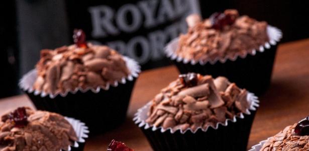 A Carolina Sales Brigadeiros faz brigadeiro gourmet como o de chocolate belga com vinho do porto (foto)